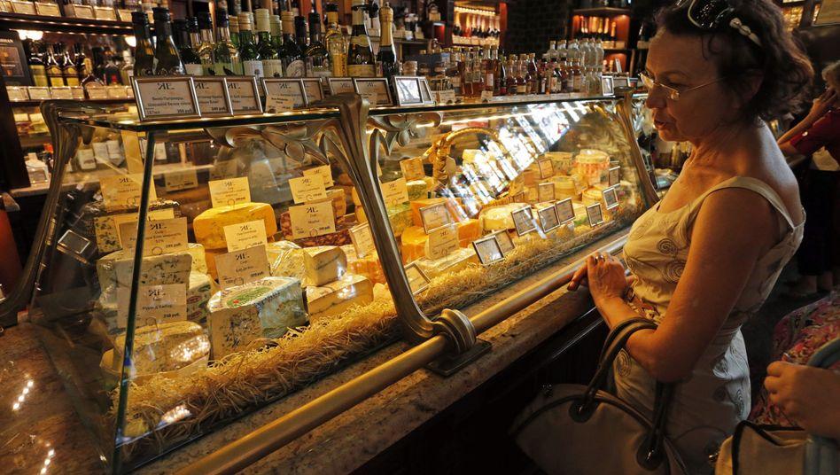 Käseangebot in einem Supermarkt in St. Petersburg
