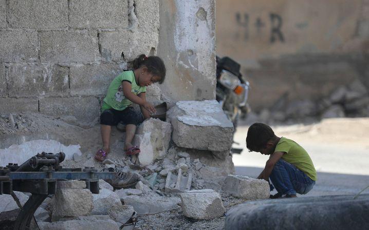 Spielende Kinder in der Stadt Morek