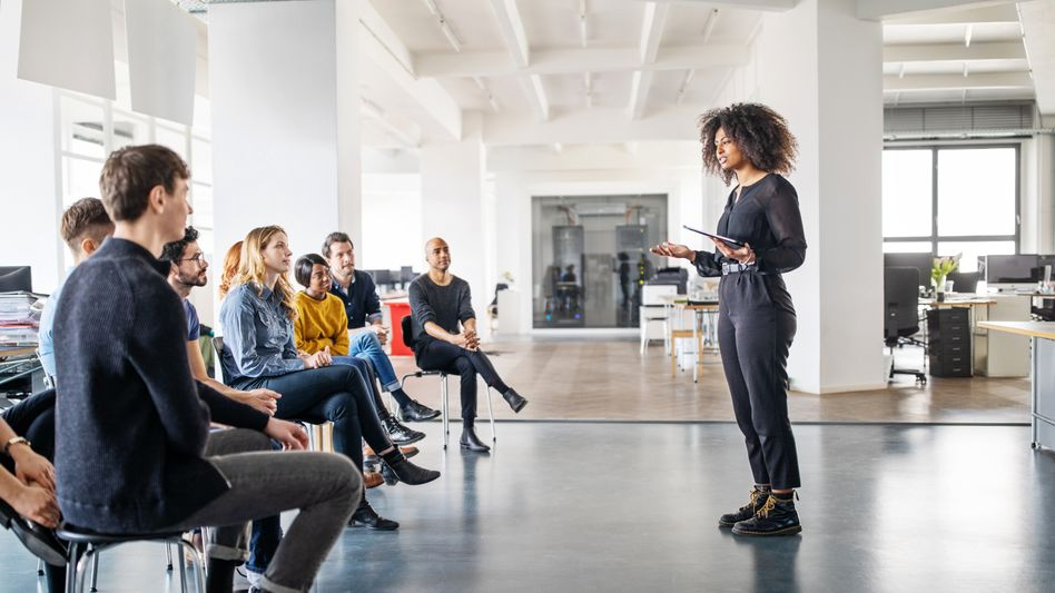 Team-Sitzung im Büro