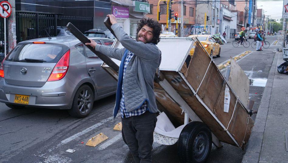 Elder ist einer von etwa 18.000 Müllsuchern in Bogotá