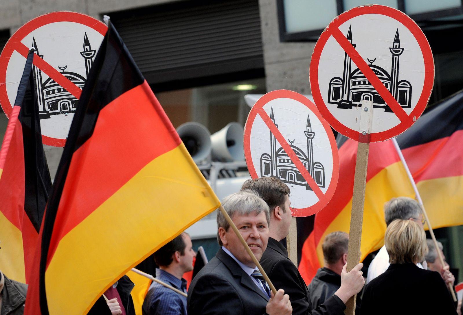 NICHT VERWENDEN Demonstration von Pro NRW in Solingen