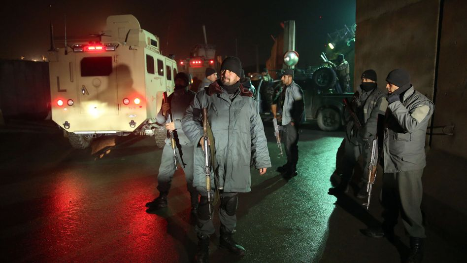 Afghanische Soldaten am Tatort: Selbstmordattentate in Kabul