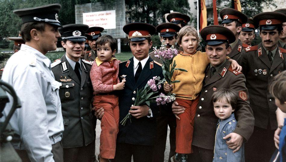 Deutsche und sowjetische Offiziere um 1980