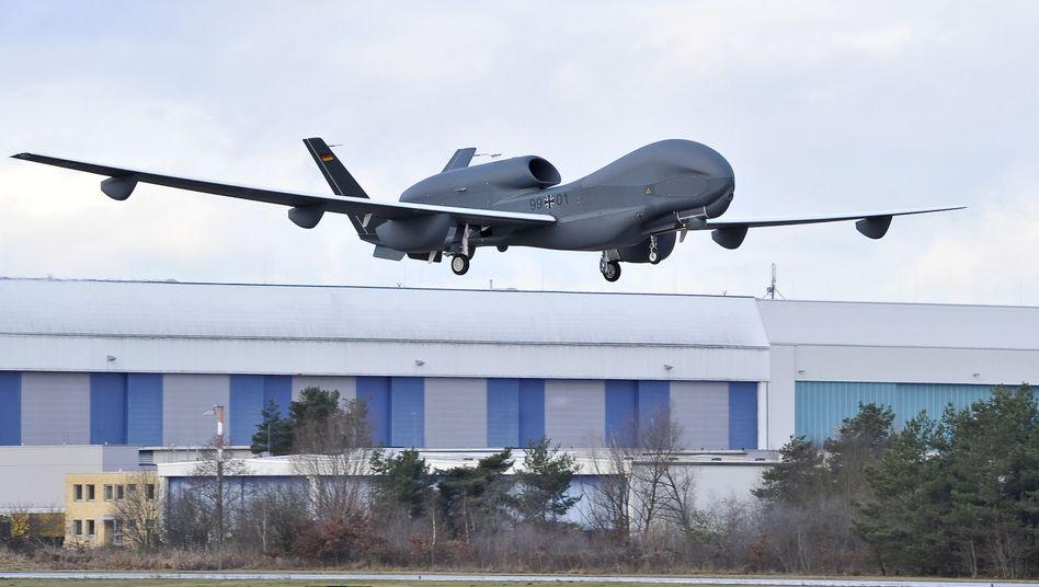 """""""Euro Hawk"""" auf Probeflug: Auch Brüssel investierte in unbrauchbare Drohnentechnologie"""