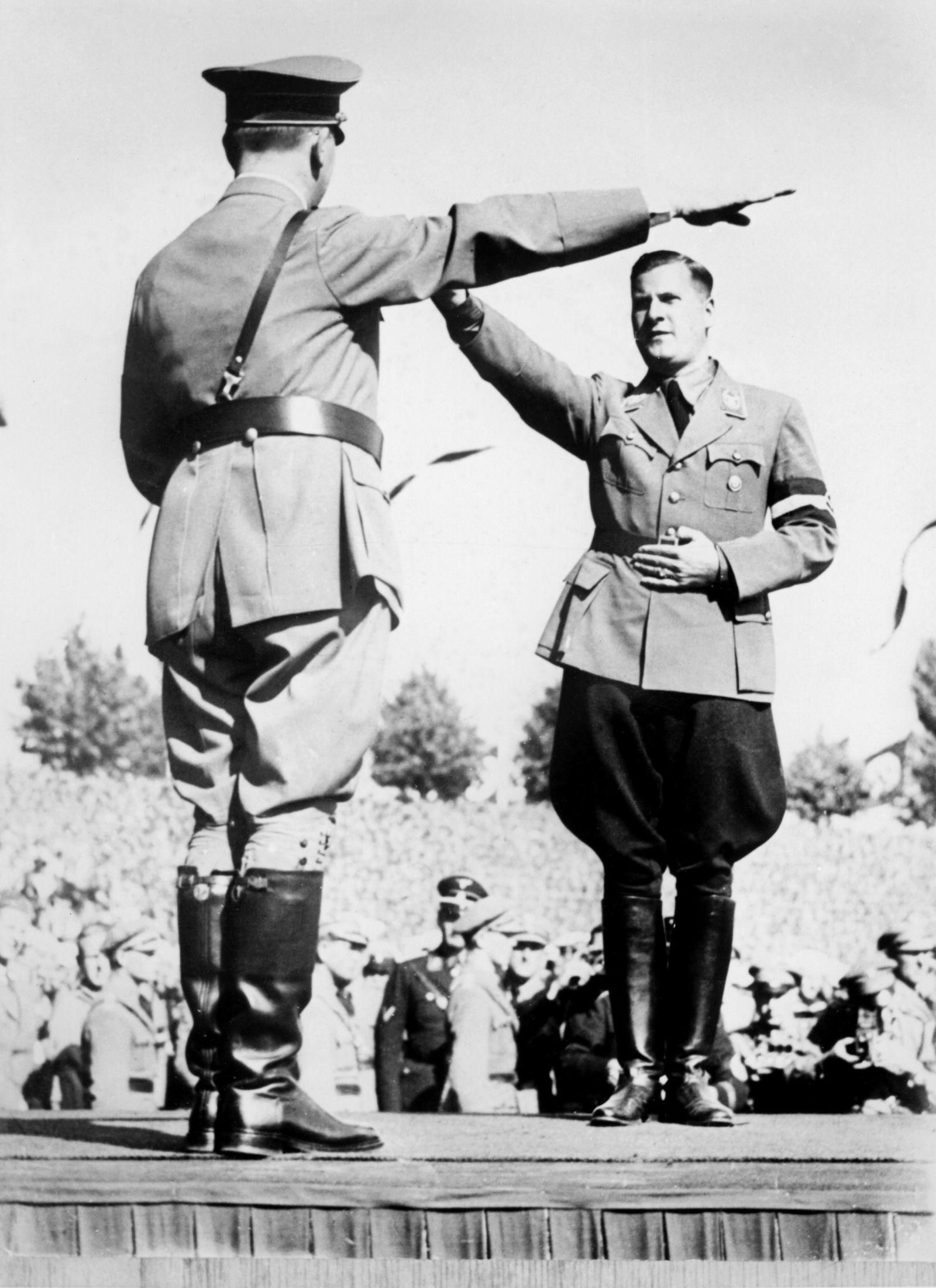 EINMALIGE VERWENDUNG Schirach mit Hitler SP 36/2011 S.140