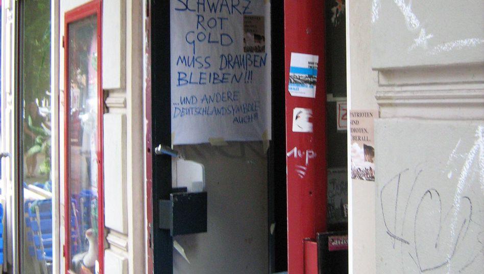 """Schland-Verbot in einer Kneipe in Berlin-Neukölln: """"Wir haben keinen Bock auf so etwas!"""""""