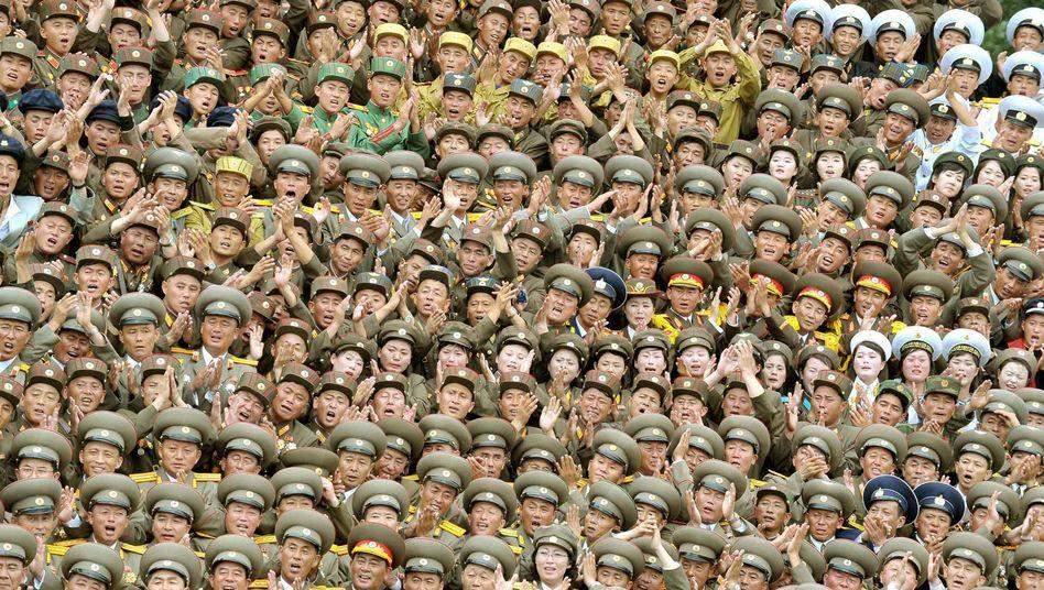 """Veteranen und Offiziere der nordkoreanischen Armee (Archiv): """"Echte Menschenrechte"""" für die Volksmassen"""