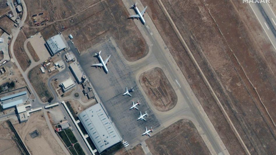 Flieger am Flughafen in Masar-i-Scharif: Eine Starterlaubnis soll es bereits gegeben haben