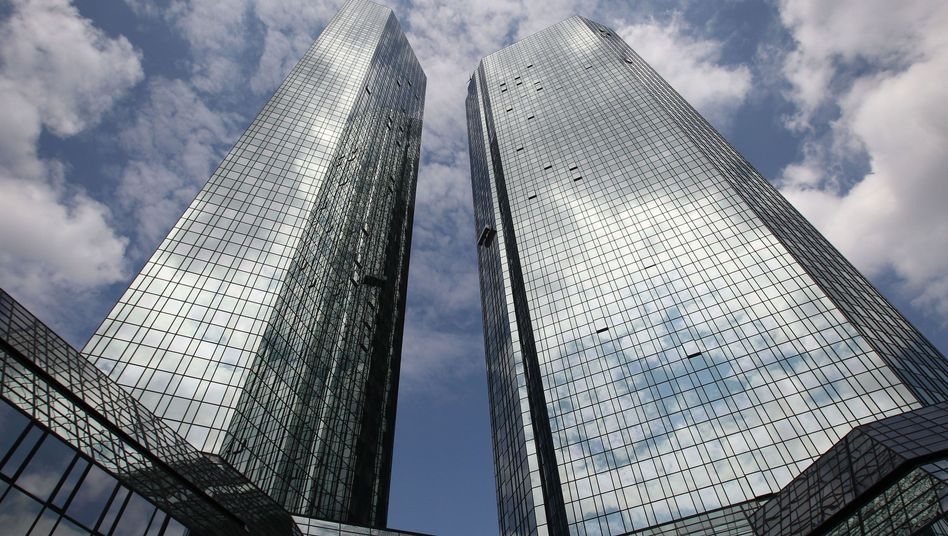 Deutsche-Bank-Zentrale in Frankfurt: Der neue Chef räumt auf