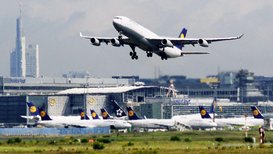 """Premiumservice? Nix da! Bezahlen mit der Lufthansa """"Miles & More""""-Kreditkarte kostet extra"""
