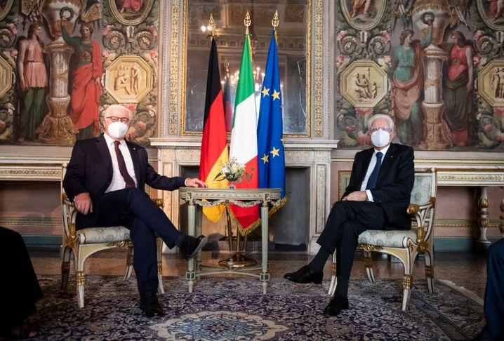 Bundespräsident Frank-Walter Steinmeier (l.) und Sergio Mattarella, Präsident von Italien, bei einem Treffen in Mailand