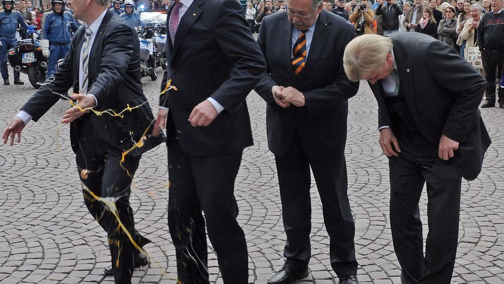 Photo Gallery: Egg Attack on Germany's President