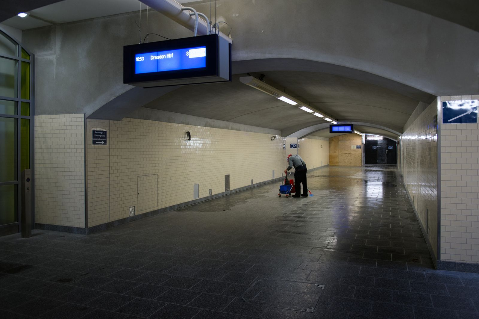Bahnhof / digitale Anzeige / Symbol