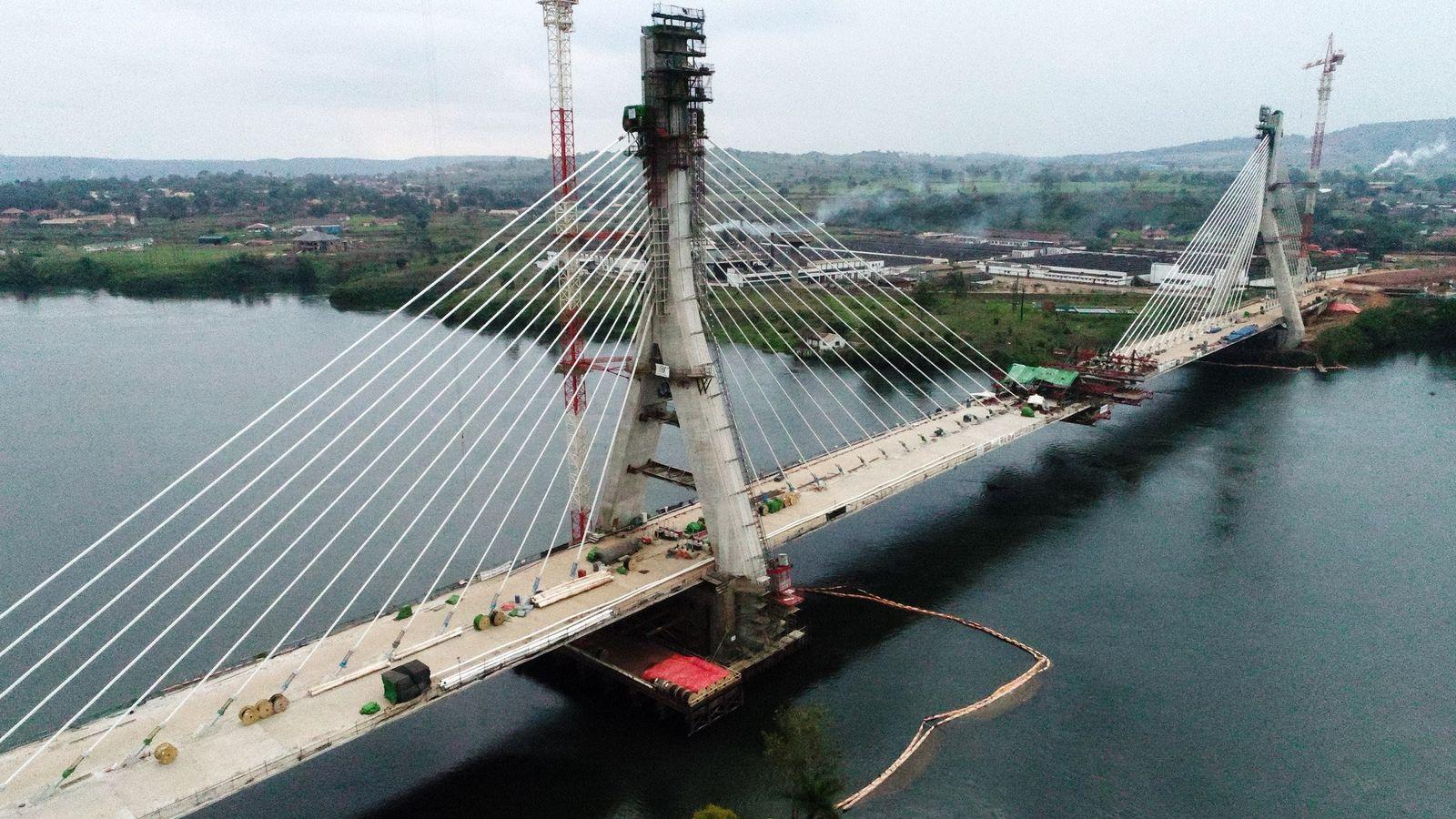EINMALIGE VERWENDUNG Uganda/ Jinja Brücke
