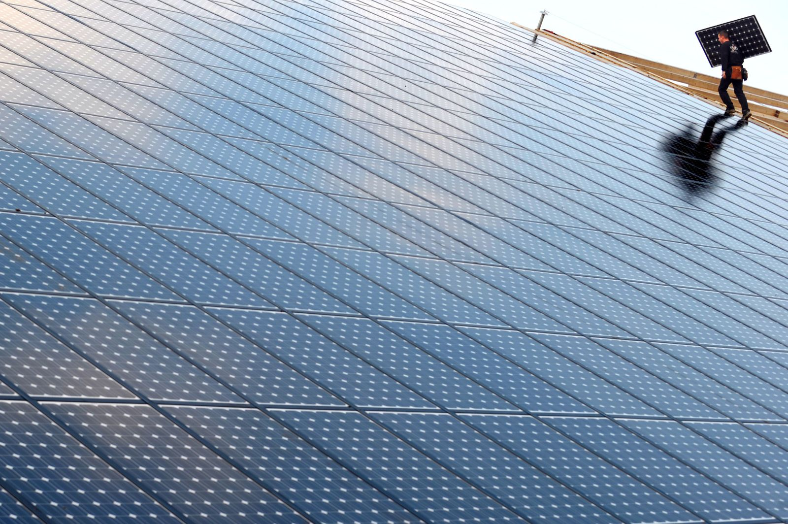 UN-CLIMATE-FRANCE-ENERGY-SOLAR PANEL