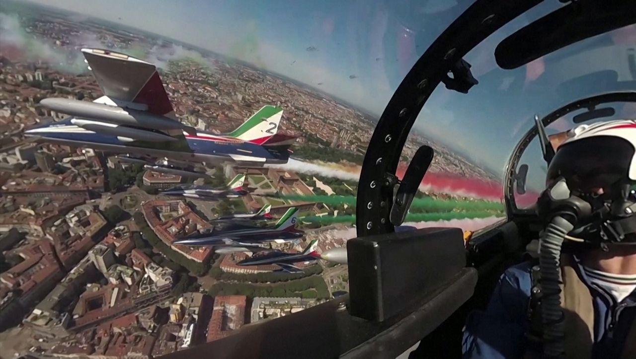 Italienische Jet-Staffel: Kunstflug für die Corona-Opfer
