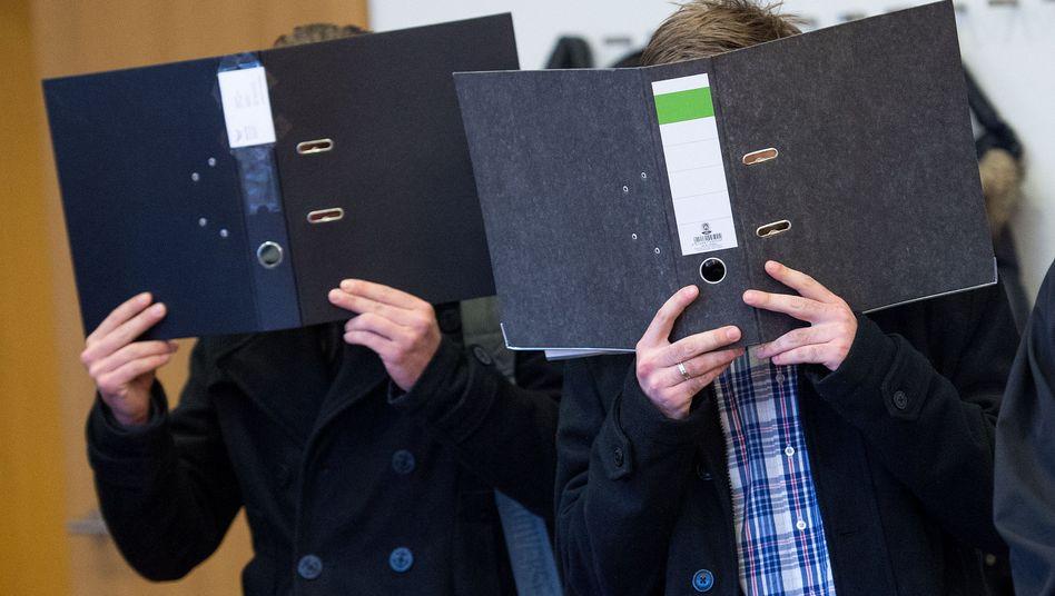 Aachener Amtsgericht: Zwei der fünf angeklagten Krankenpfleger