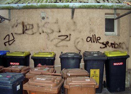 """An der Hausfassade: """"Jetst alle sterben"""""""