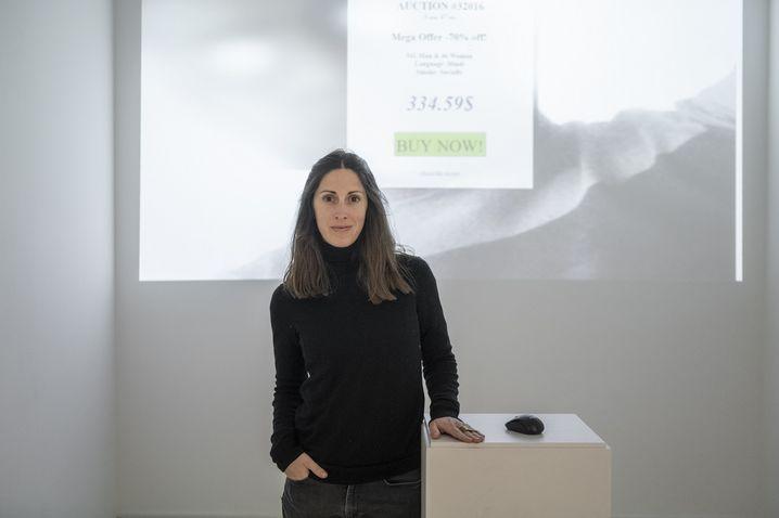 Joana Moll: Gesellschaftskritik mit digitalen Mitteln