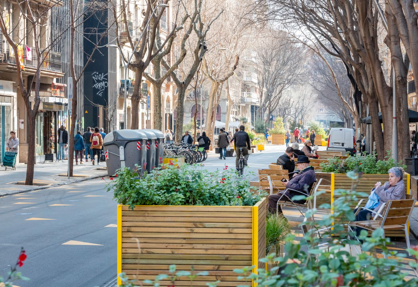 Spanien, Katalonien, Barcelona, Superblock Projekt, Stadtteil Sant Antoni. Verkehrsberuhigte Strasse Conde del Borrel. Die Strasse ist Teil des Superblock Projekts des Sadtteils Sant Antoni.