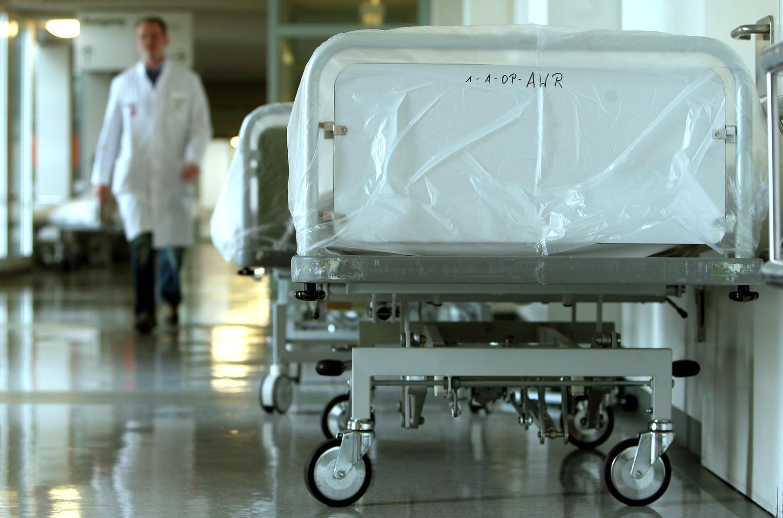NICHT VERWENDEN Krankenkassen wollen Aerzte-Honorare um 2,5 Prozent kuerzen