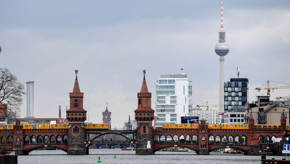 Stromausfall In Berlin Mitte Rund Um Alexanderplatz Ist Der Strom Ausgefallen Der Spiegel