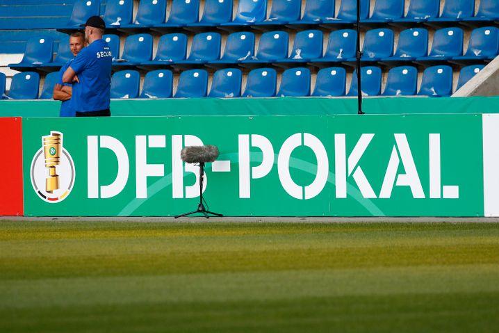 Die Stadien sollen bei DFB-Pokalspielen bald wieder gefüllt sein - zumindest teilweise