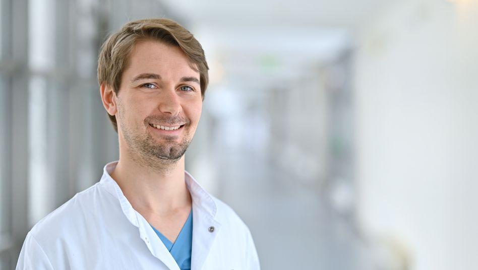 Tobias Appel hat in Kolumbien Medizin studiert und arbeitet jetzt als Arzt am Uniklinikum in Jena