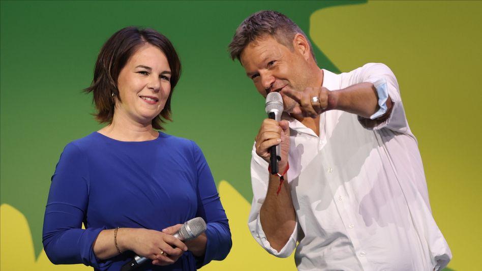 Freude bei den Grünenchefs: Robert Habeck mit Kanzlerkandidatin Annalena Baerbock am Wahlabend in Berlin