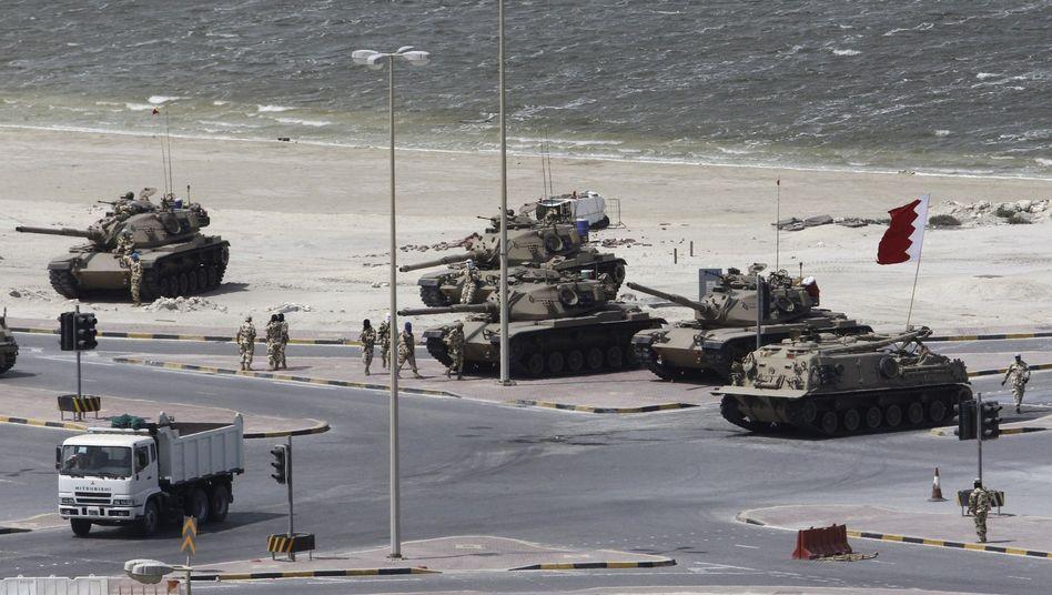 Truppenaufmarsch: Im März schlugen die Machthaber in Bahrain Proteste mit Gewalt nieder
