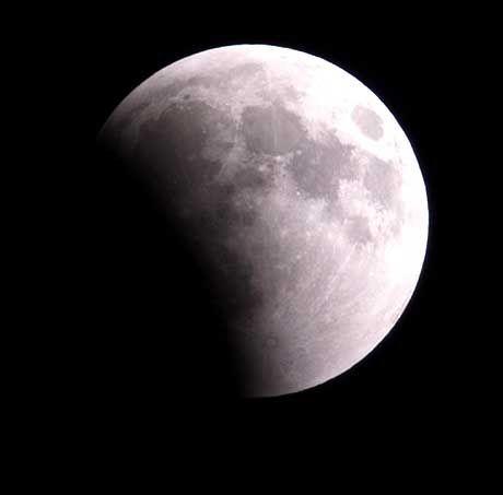 """""""Der Mann im Mond / Der hat es schwer / Denn man verschont / Ihn heut nicht mehr / Er schaut uns bang / Von oben zu / Und fragt, wie lang / Hab ich noch Ruh?"""" Gus Backus, 1961"""