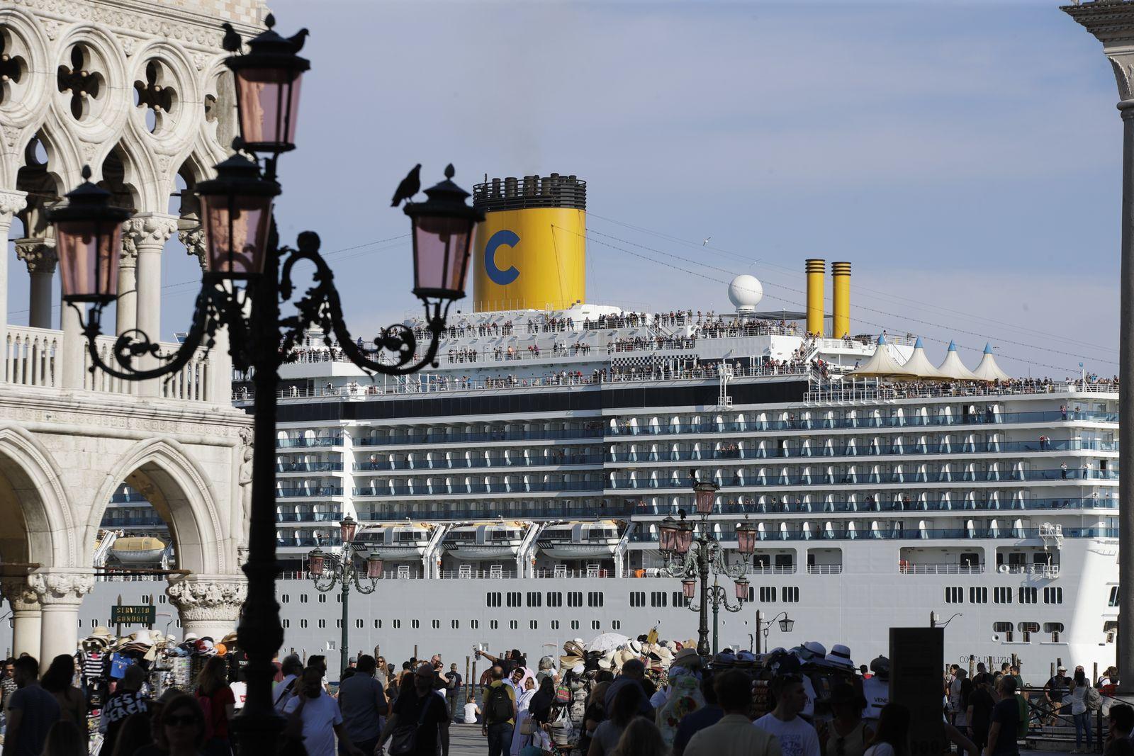 Venedig/ Kreuzfahrtschiff