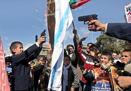 "Iranische Schulkinder heute in Teheran: ""Tod dem Staat Israel, Tod den USA"""