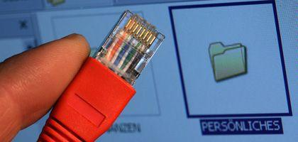 Netzwerkstecker vor PC-Monitor: BND hat Passwörter abgefangen