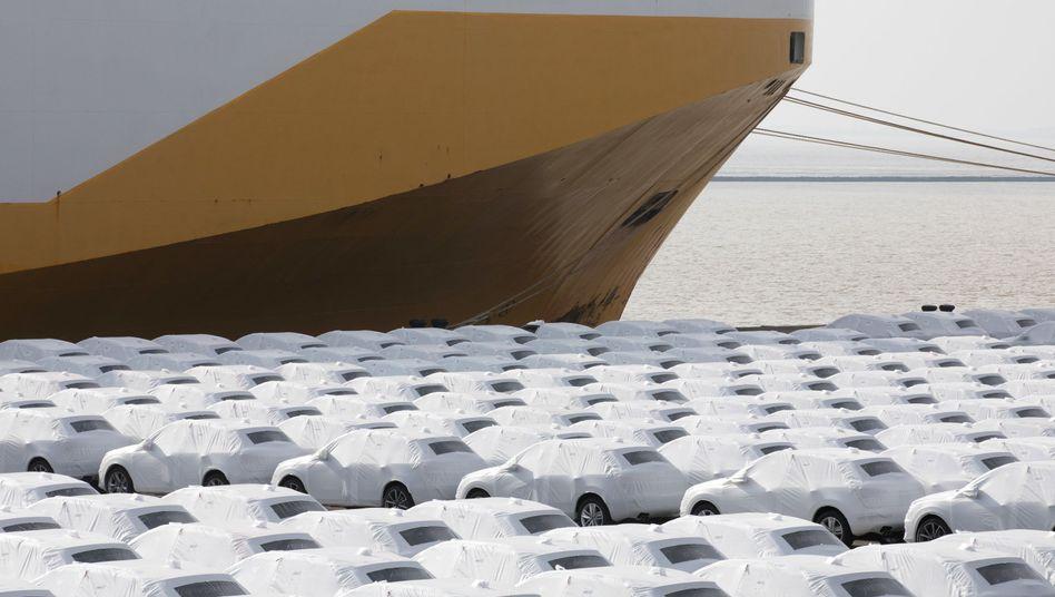 Autos in Emden werden für den Export vorbereitet
