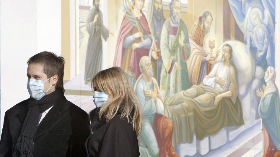 Atemschutzmasken gegen die Schweinegrippe: Ukrainische Behörden versuchen, die Verbreitung des H1N1-Erregers einzudämmen