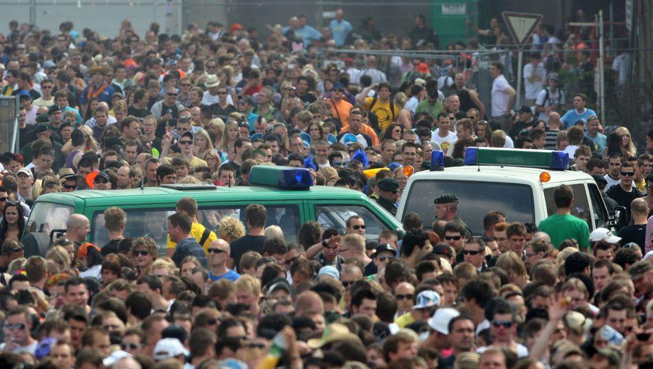 Polizeifahrzeuge bei der Love Parade (am 24. Juli 2010): Von der Panik überrascht