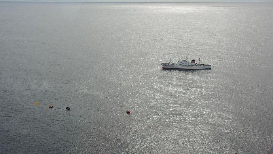 Die japanische Küstenwache schickte Schiffe und Flugzeuge zur Unglücksstelle