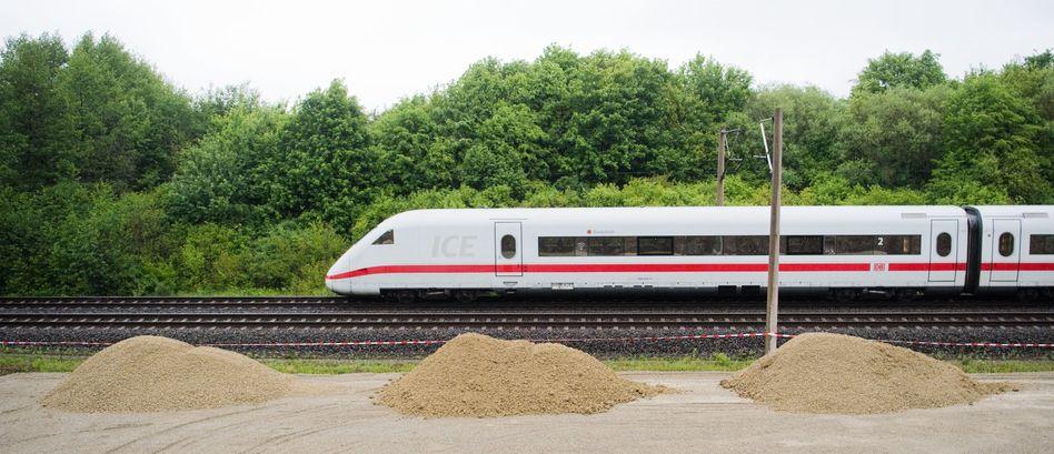 ICE auf der Strecke Hannover - Göttingen: Der DB-Konzern steht vor finanziellen Herausforderungen