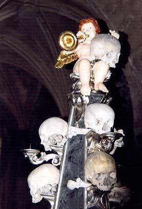 Engel-Kerzenständer aus Schädeln: Material hatte Schnitzer Frantièek Rint genug