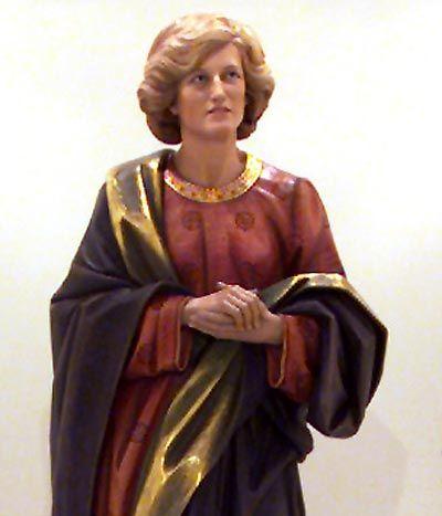 Moderne Madonnen: Lady Diana aus Lindenholz