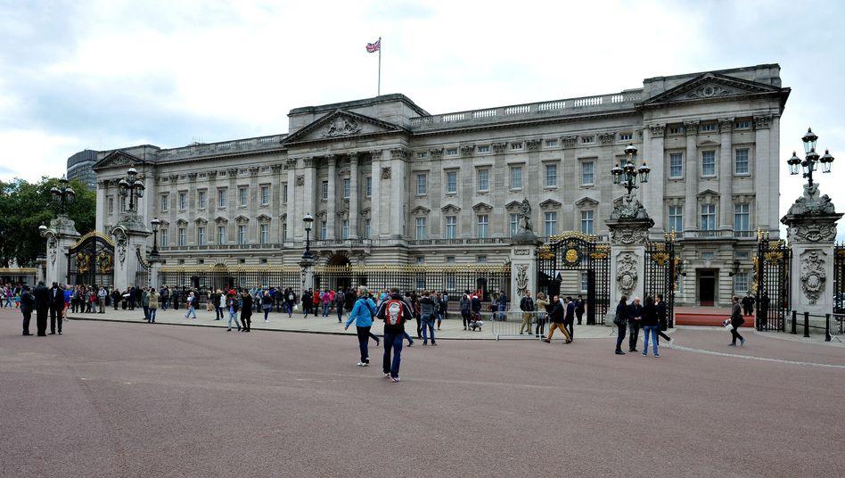 Buckingham-Palast in London: Ein Mann ist über den Zaun geklettert und verschaffte sich Zugang zu dem Gelände