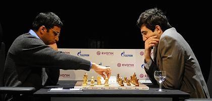 Schachprofis Anand (l.) und Kramnik: Kein Sieg für den Herausforderer