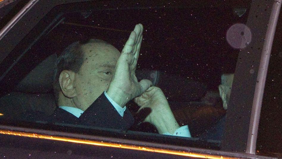 Italien: Berlusconi kündigt Rücktritt an