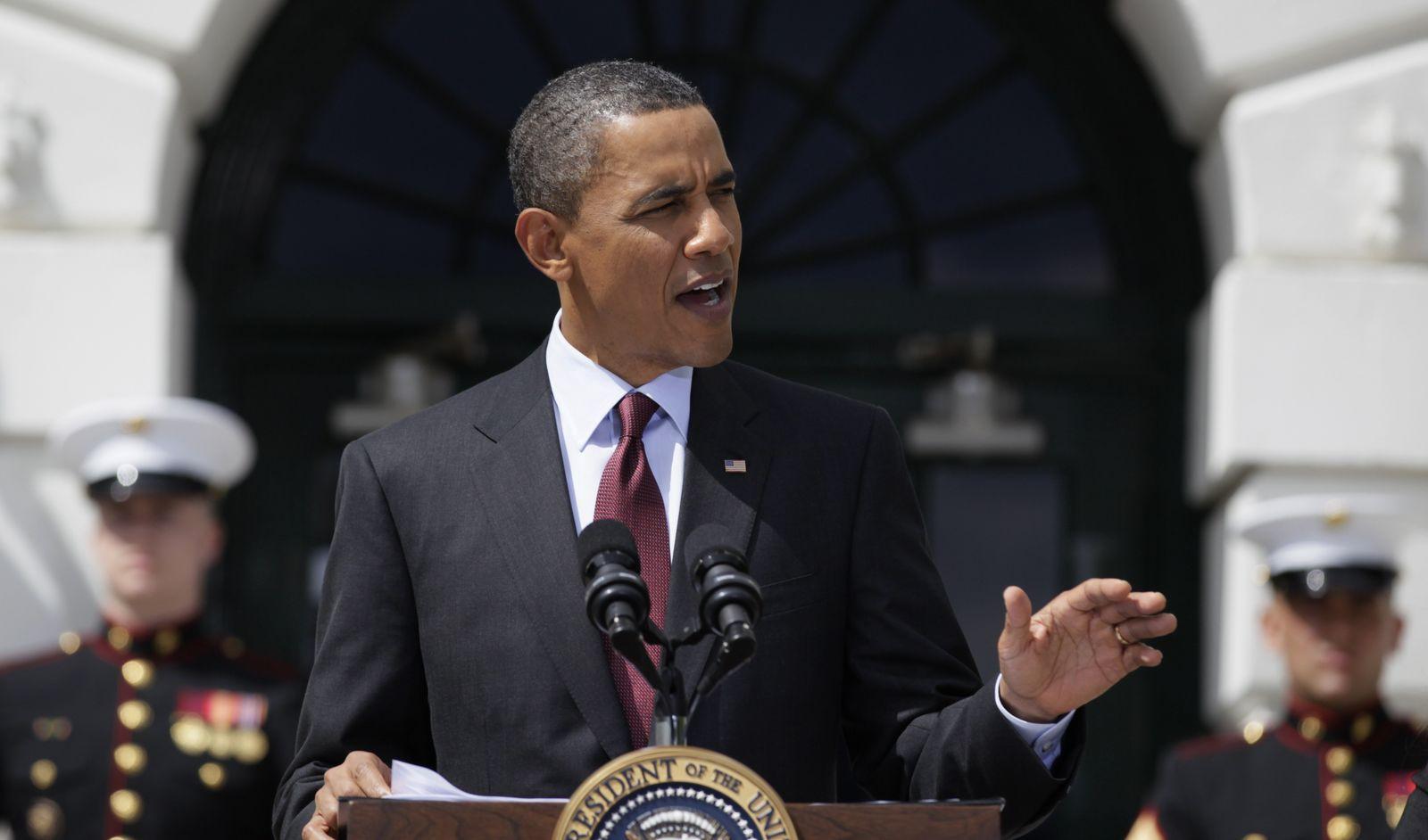 Obama vor dem weißen haus ernst