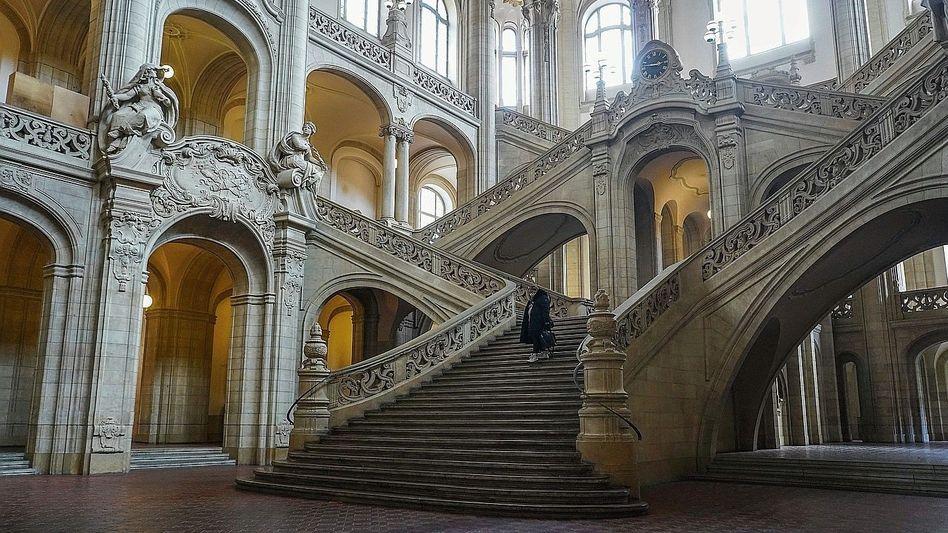 Foyer des Kriminalgerichts Berlin-Moabit: Klagewelle wegen Corona