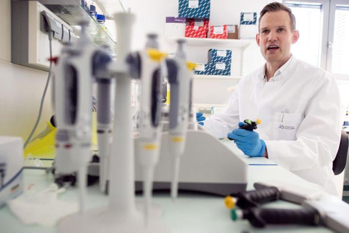 Hendrik Streeck ist Direktor des Instituts für Virologie an der Uniklinik in Bonn