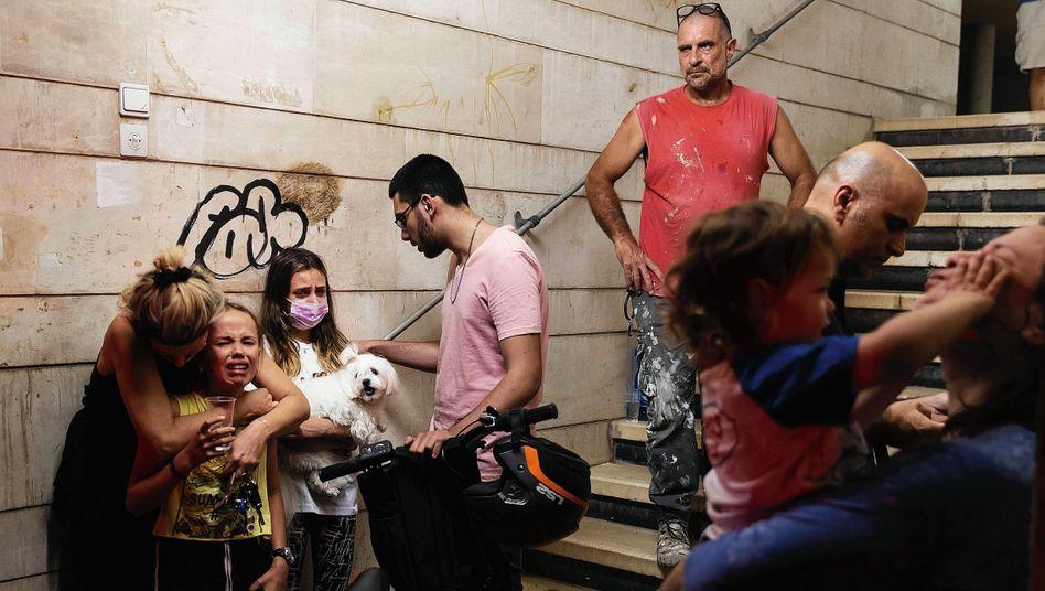 Israelische Schutzsuchende in Givatajim bei Tel Aviv: Die Angriffe aus Gaza sind so heftig wie nie