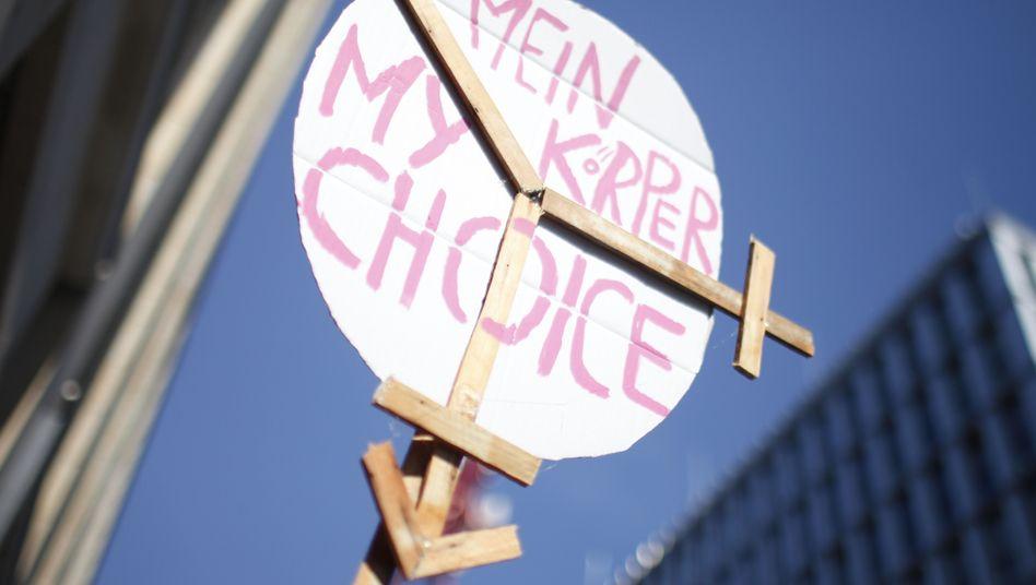 """""""Mein Körper. My Choice"""" - Plakat eines Demonstranten in Berlin (im März 2012)"""