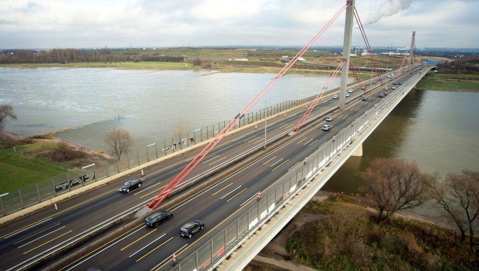 Die Rheinbrücke bei Leverkusen